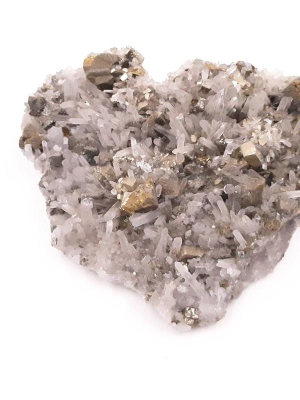 Pyriet, Bergkristal 04