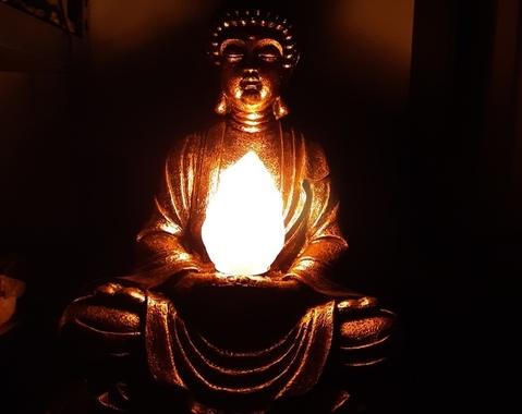 Boeddha met lamp