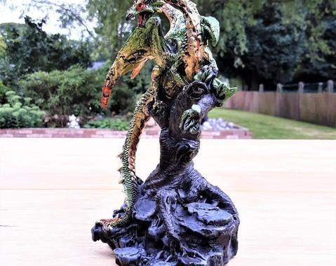 Draak op boom 01